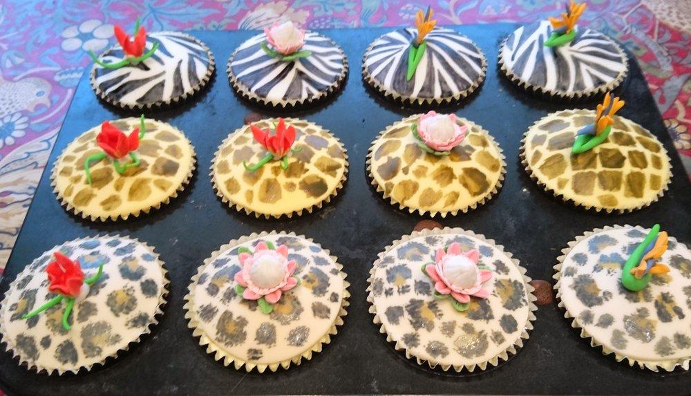 African themed cupcakes.JPG