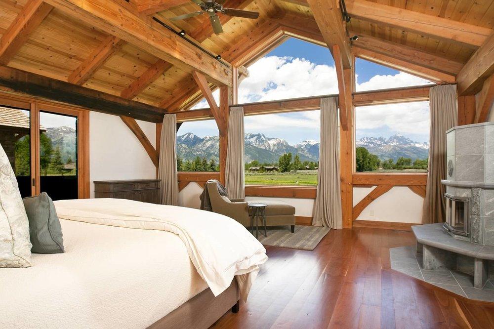 21 - Master Bedroom.jpg