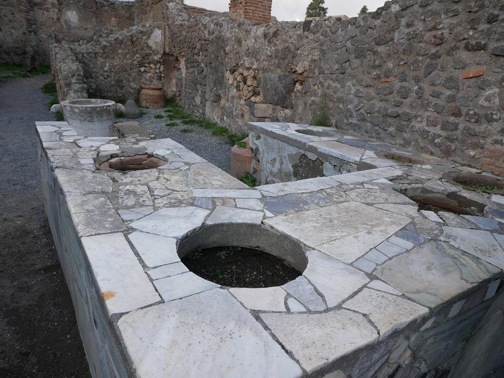 Snack stand Pompeii.jpg