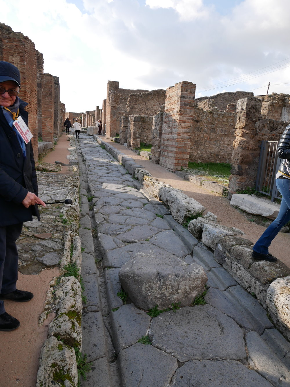 One way street Pompeii.jpg