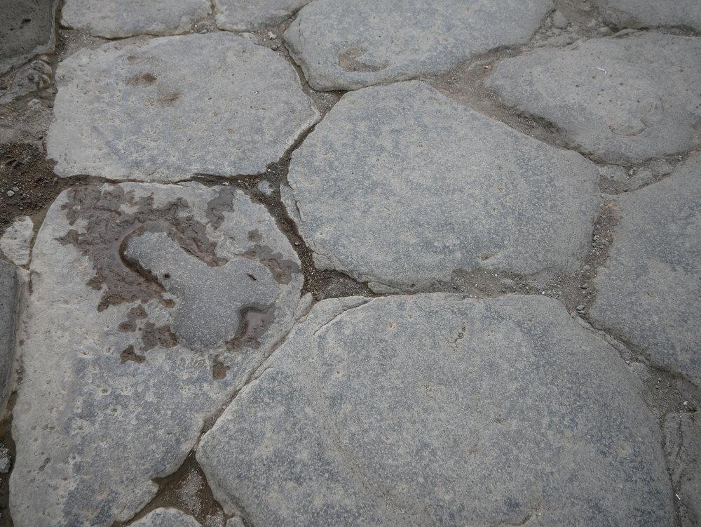 Phallic wayfinding Pompeii.jpg