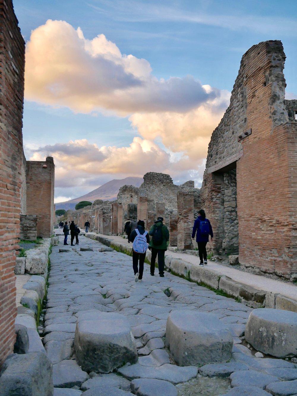Pompeii with Vesuvius.jpg