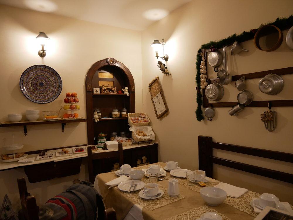 Il Convento Hotel Naples breakfast room 1.jpg