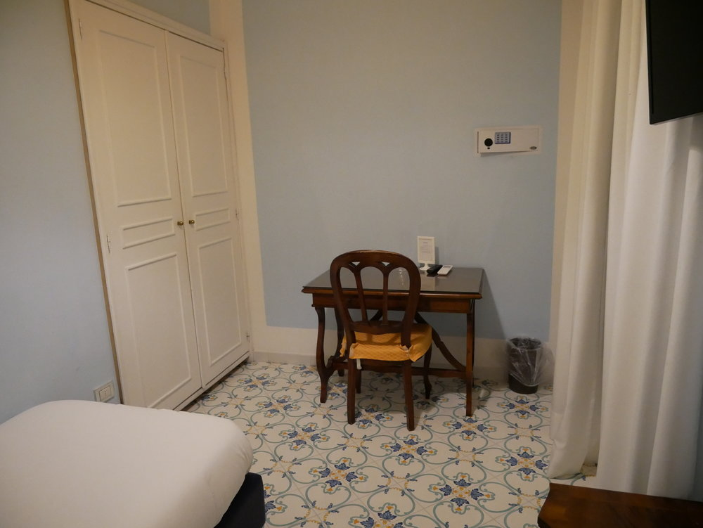 Hotel Mignon Sorrento single room 1.jpg