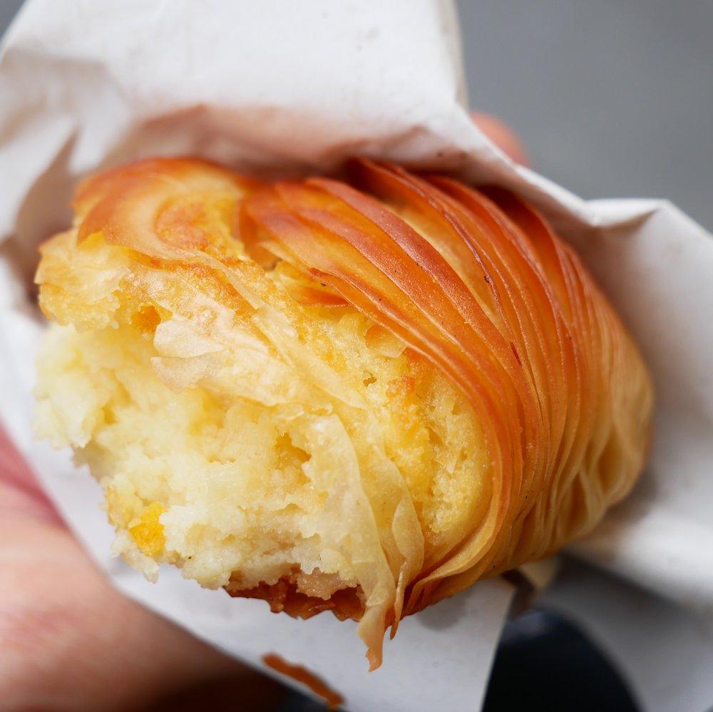 Naples pastry Sfogliatella interior.jpg