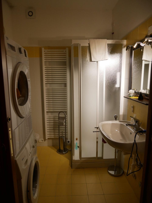 Bergamo Guesthouse SelfMatic bathroom.jpg