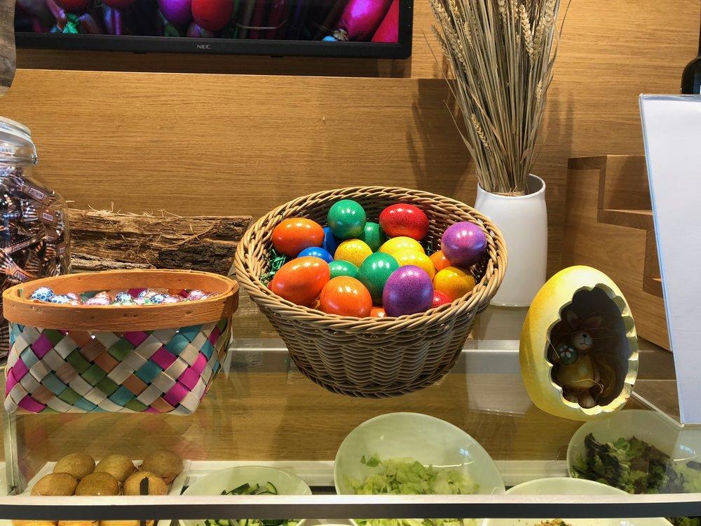 ZRH Senator Lounge E Gates Easter
