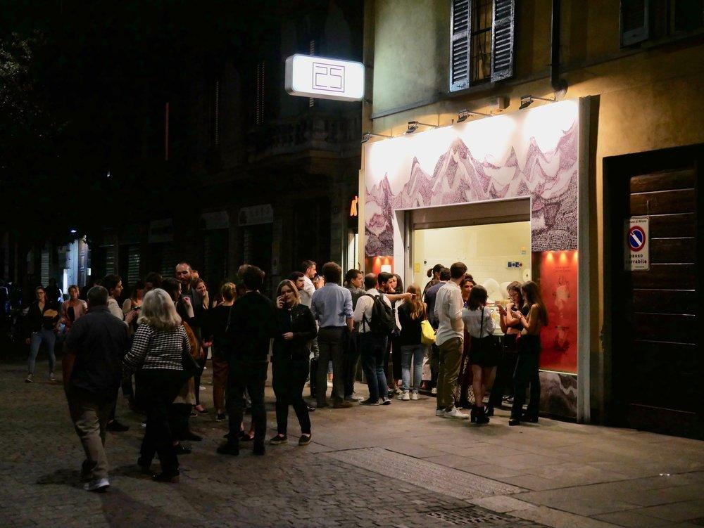 Milan Chinatown rou jia mo line