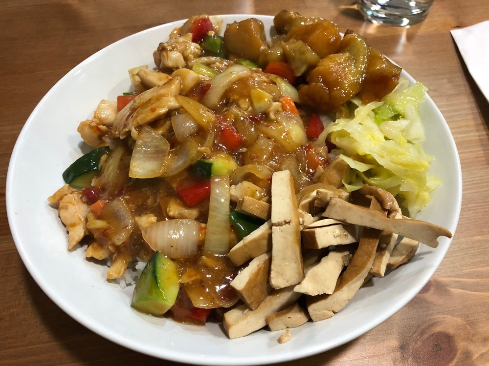 Kung pao chicken (宮保雞丁, Pollo con verduras estilo gongbao (con arroz))