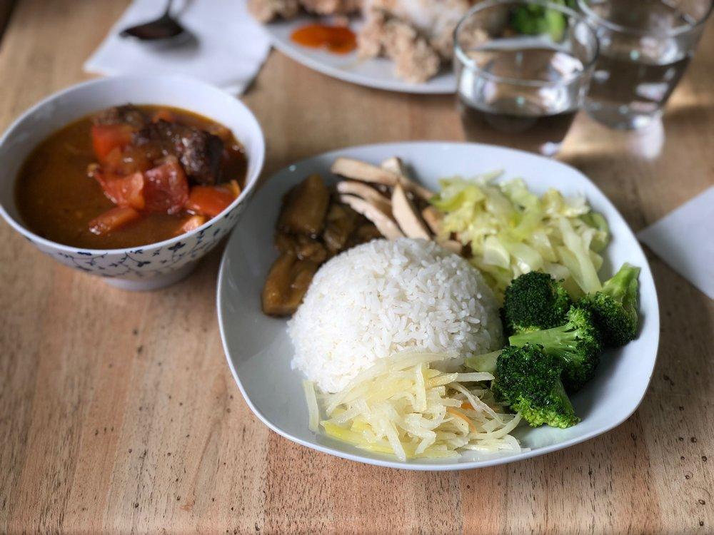 Red-braised beef bento (紅燒牛肉便當, Bento de ternera guisada)