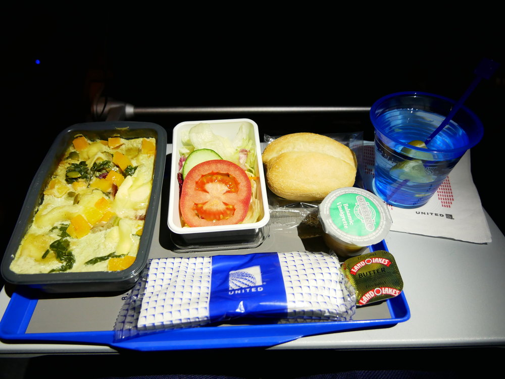 United SFO-FRA Economy dinner tray