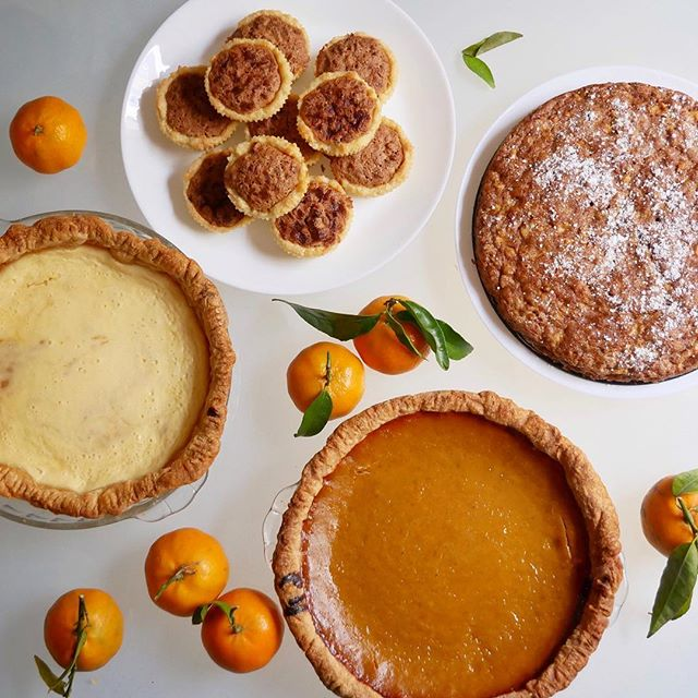 The dessert game is strong this year...🥧 #thanksgiving #pumpkinpie #pecantartlets #applewalnutcake #pumpkincheesecakepie . . . . #eatingforinsta #onmytable #cookingfortheinsta #expatthanksgiving #expatlife #spain #f52thanksgivingcountdown #f52grams #libbyspumpkinpie #epicurious