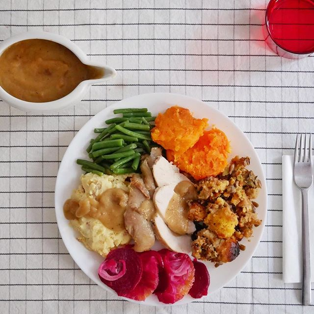 👨‍🍳 6th Edition Valencia Thanksgiving 🦃 #roastedturkeybreast #confitturkeylegs #redskinmashedpotatoes #garlicgreenbeans #harveyhousesweetpotatoes #cornbreadstuffing #beetorangefennelsalad #oniongravy . . . . . #homecooking #cookingfortheinsta #epicurious #onmytable #eatingfortheinsta #expatthanksgiving #f52grams #f52thanksgivingcountdown