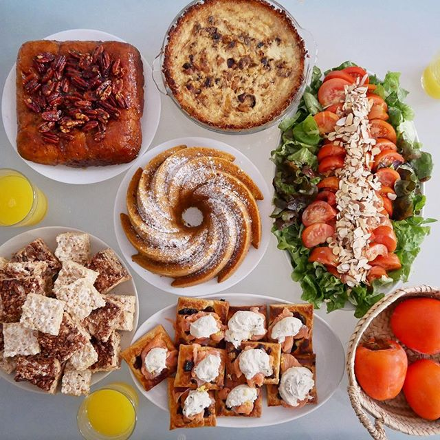 Brunch for 6... Did I make enough? 🤔😅 #dairyfree , too🚫🍼and especially proud of the no-cream quiche and vegan cream cheese 🥯! #pumpkinbundtcake #maplepecanstickybuns #bacononionquiche #hashbrowncrust #valencialettuce #raftomato #persimmon #salmonpuffpastry #vegancreamcheese #ricekrispiestreats . . . . . #heritagebundtpan #brunchparty #cookingfortheinsta #homecooking #onmyplate #onmytable #kingarthurflour #cashewcheese #ricekrispies #nytcooking #miyokoschinner