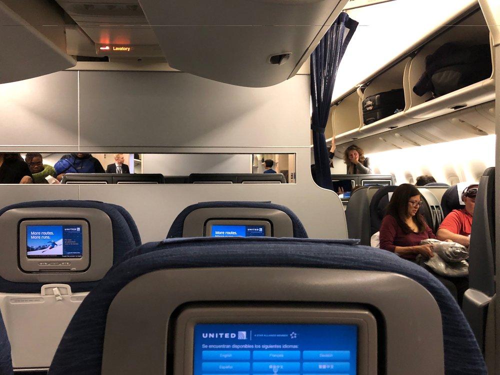 United 777 old interior.jpg