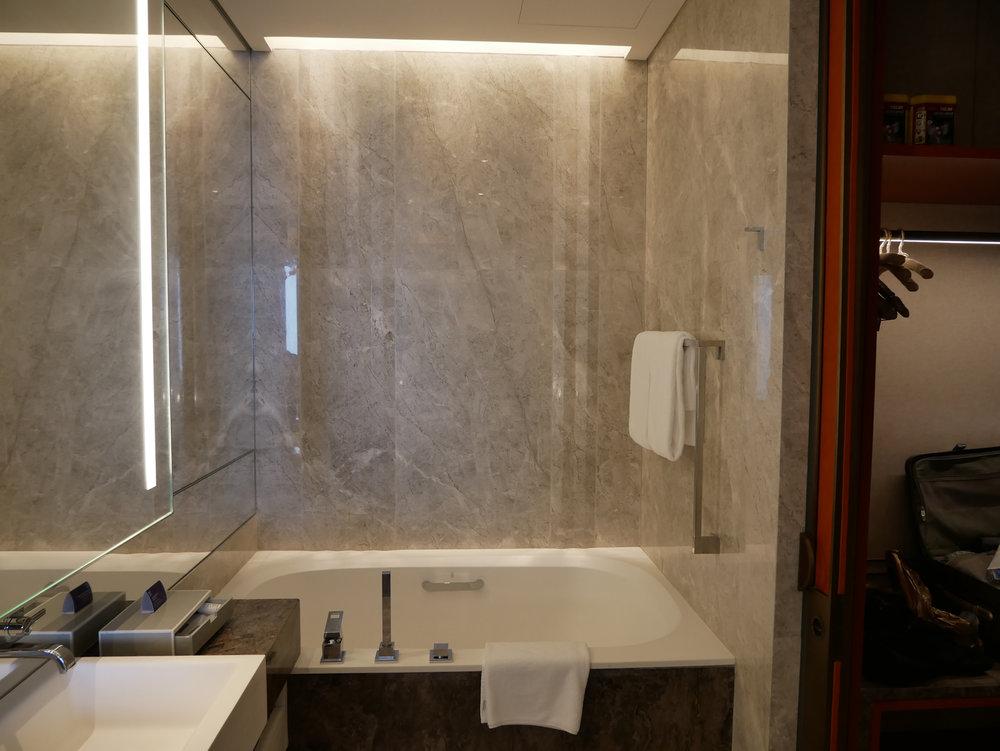 Xian Grand Hyatt bathtub.jpg
