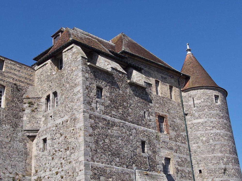 Dieppe i Frankrike. Langs den franske kysten var det slott og borger i hver eneste by.