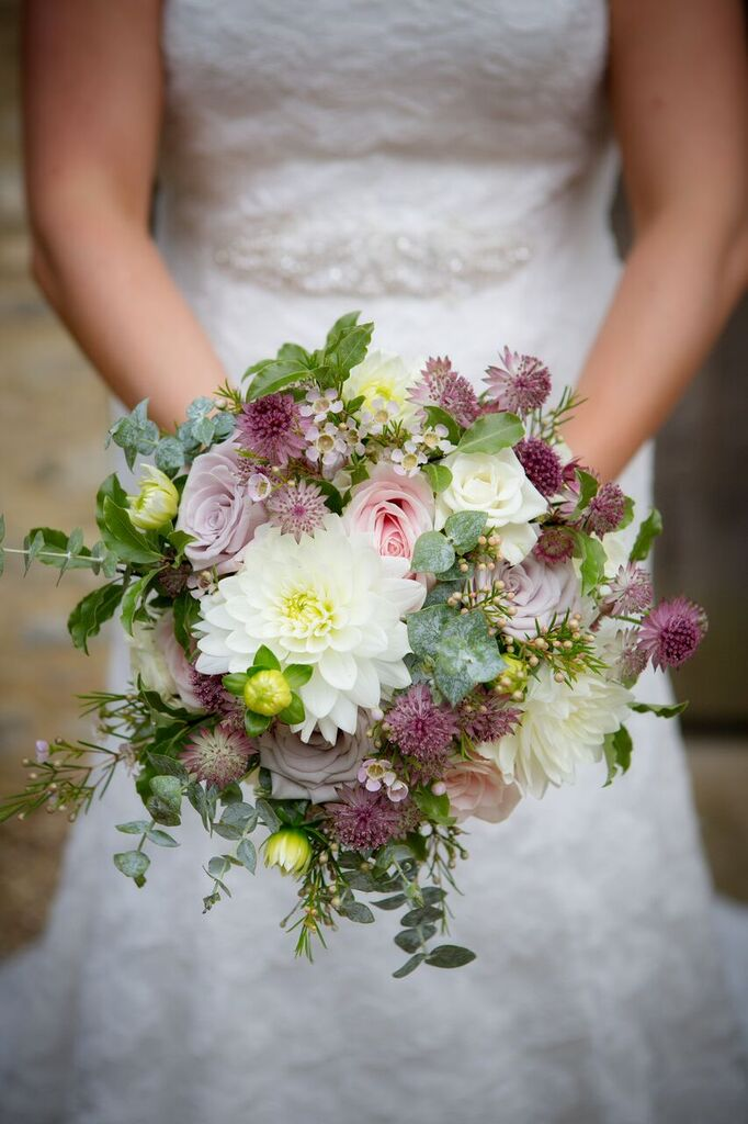 blush and berry wedding bouquet