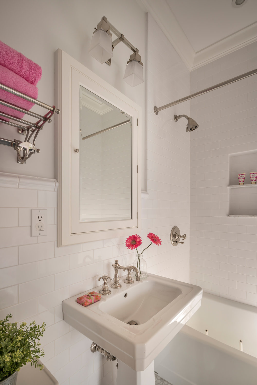 L2_Guest_Bed_Bath_7090.jpg