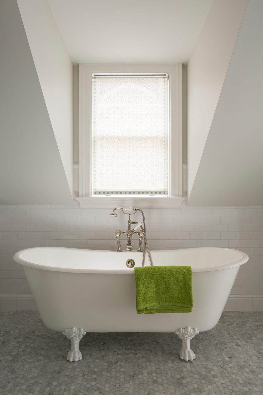 L3_Bath_Tub_7045.jpg