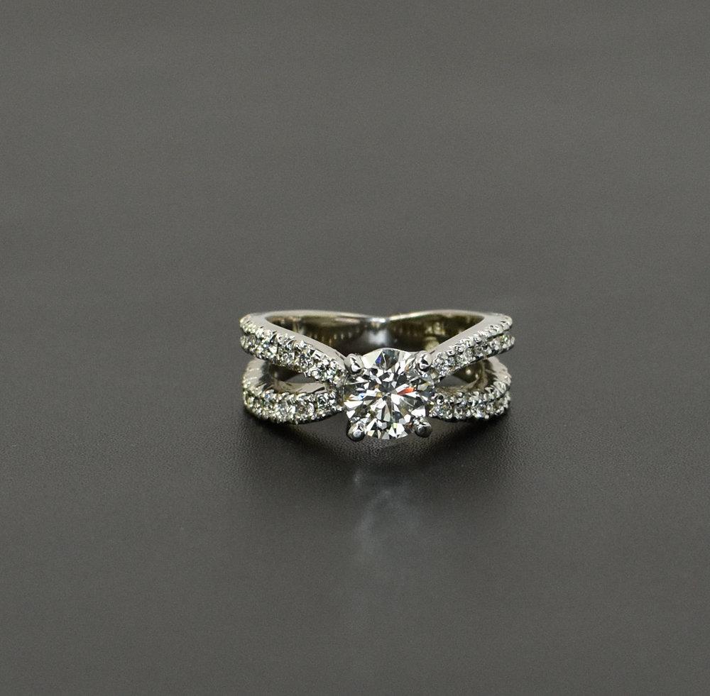 1.39ct Round Brilliant Diamond in 18kw criss cross mounting