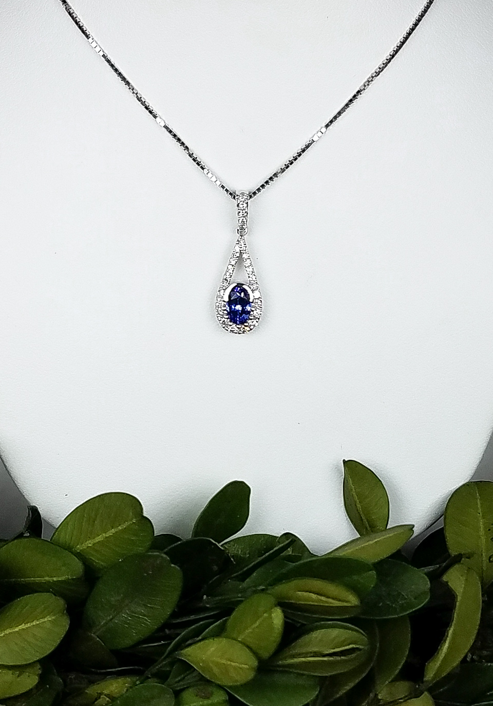 sapphire_drop_pendant_redford_jewelers_holiday_2018.jpeg