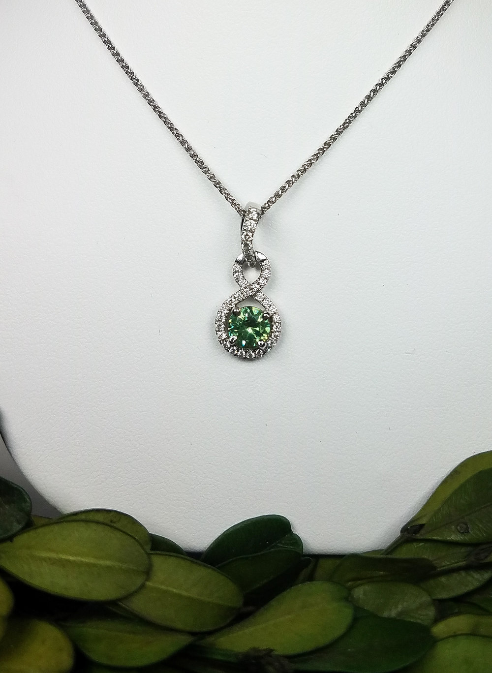 demantoid_diamond_pendant_redford_jewelers_holiday_2018.jpeg