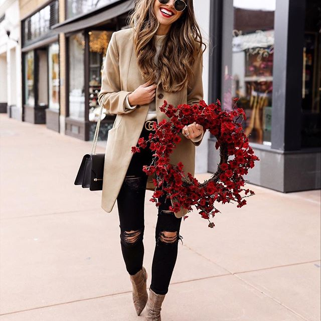 thecharmingolive | Christmas Outfit Ideas for the Busy Mom.jpg