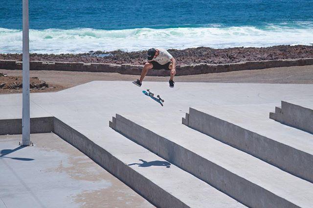 Todavía me aguantan las patitas!  Mi truco favorito , 16 años haciéndolo. Flip 360 por Antofagasta. Foto publicada por @revistademolicion en su última edición y capturada por @elotrooscar ✖️✖️✖️ @rvcachile RVCA #footage #skate #skateboarding #treflip #3flip #flip360 #love #antofagasta #antofa #street #picture #me #rvca #chile