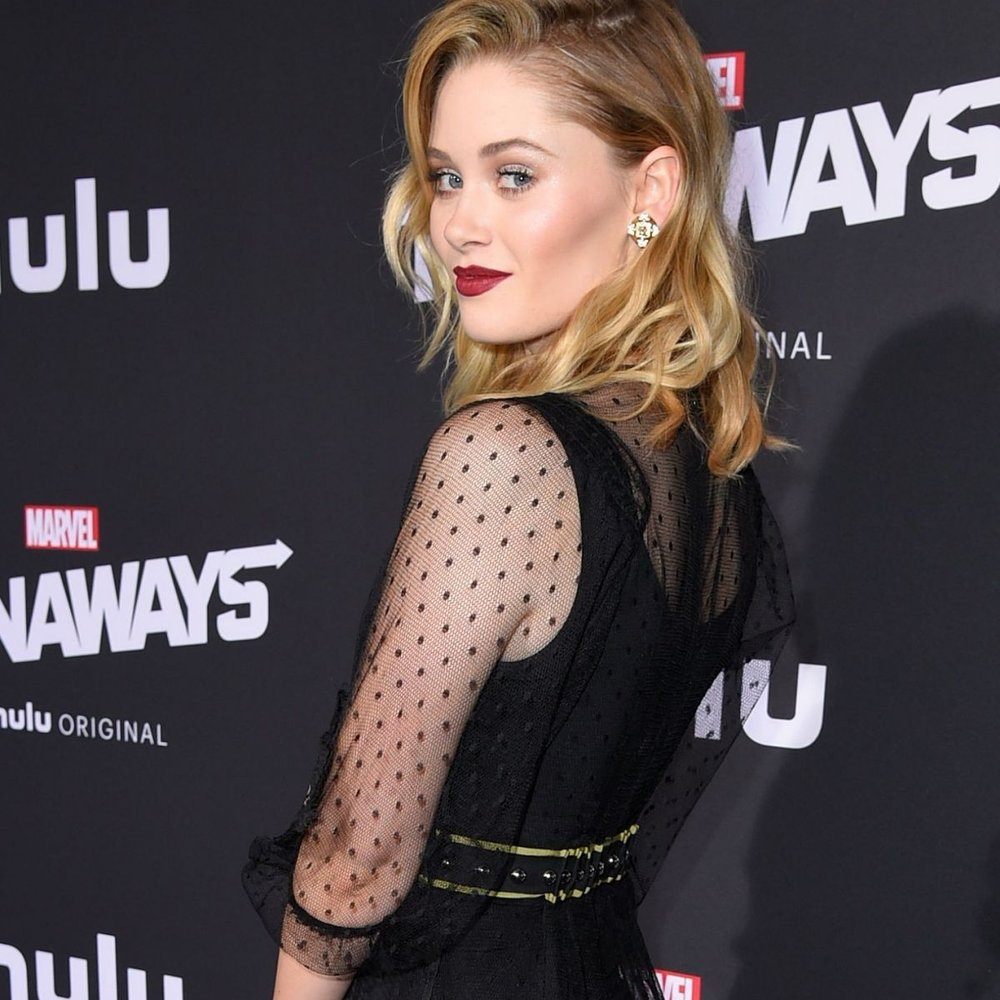 virginia-gardner-at-runaways-premiere-in-los-angeles-11-16-2017-4.jpg