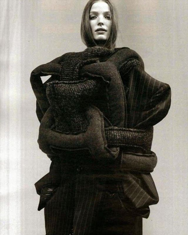 On our previous post we talked about anti-fashion in the 90's. Here is an amazing piece of art by Rei Kawabuko @commedesgarcons, one of the main leaders of the movement. .  30 years later we strongly believe that vegan fashion embodies the new and even more compassionate social justice movement. .  Through style, through art, we can shake things up. Together we have the power to show the world that a cruelty-free fashion CAN and HAS TO exist. . #veganfashion #vfw #antifashion #veganfashionweek