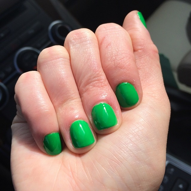 "@duricosmetics ""Salsa Verde"" Why not? It's Friday! #tgif #nails #manicure #coloroftheweek"