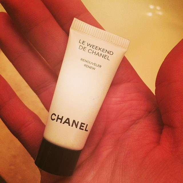 Instead of a margarita I'm toasting #cincodemayo with @chanelofficial Le Weekend on a MONDAY. #ooc #rulesaremeanttobebroken #skincare #beauty
