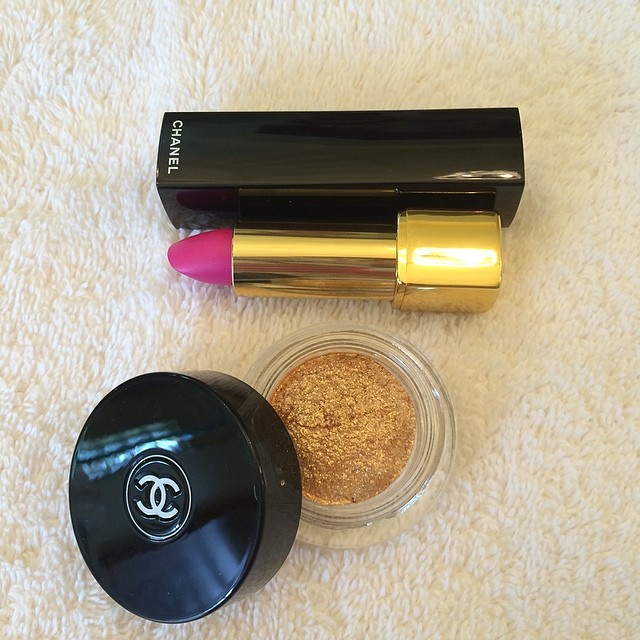 Gilded lids and a matte pink pout. My go-to look for spring. @chanelofficial #makeup #gold #spring