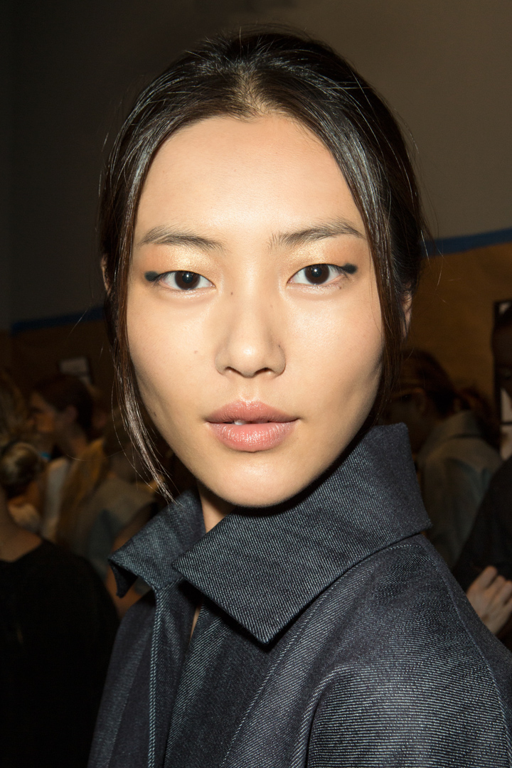 More minimal makeup by Estee Lauder for Spring 2014–this time with an unexpected twist at Derek Lam.