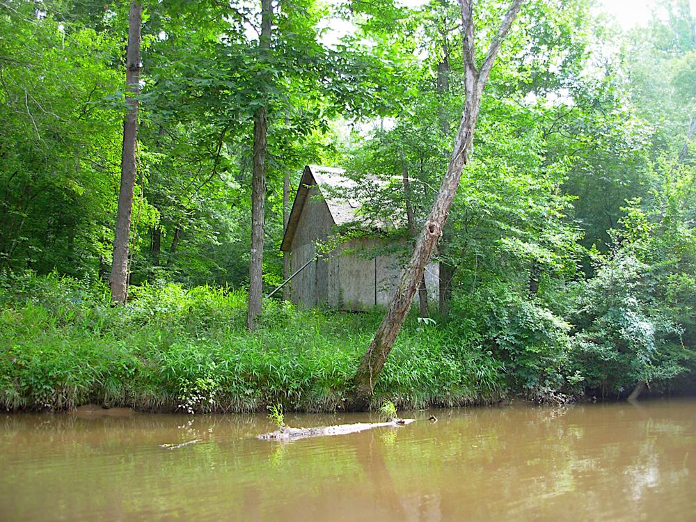 DSCN0823-Old-Cabin-on-River-sm.jpg