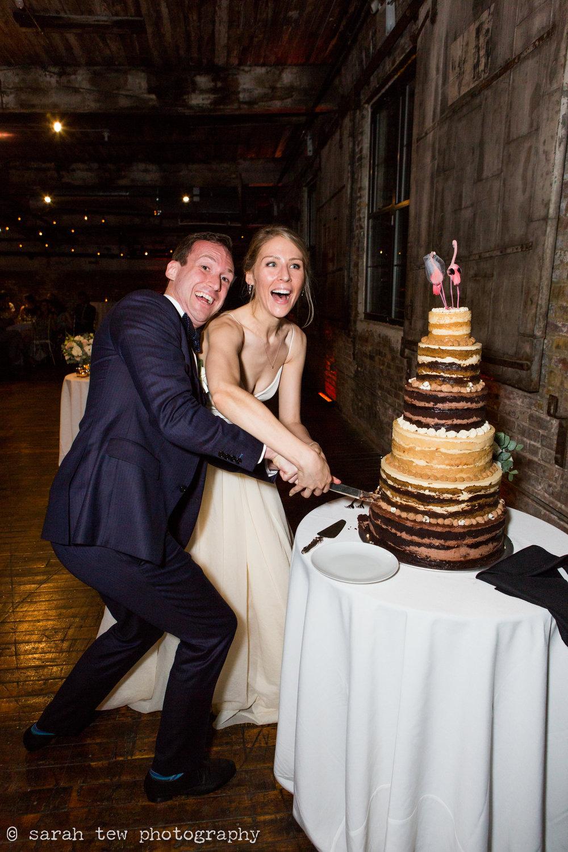 1161-Samantha&John-Cake_©SarahTew.jpg