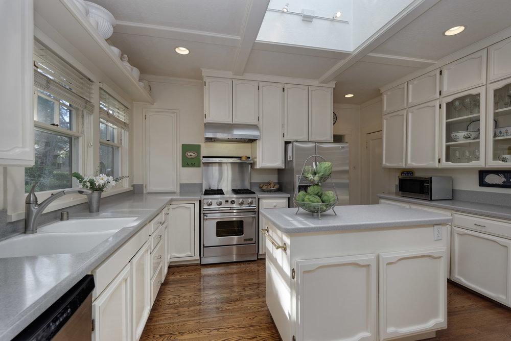 9. Kitchen1.jpg