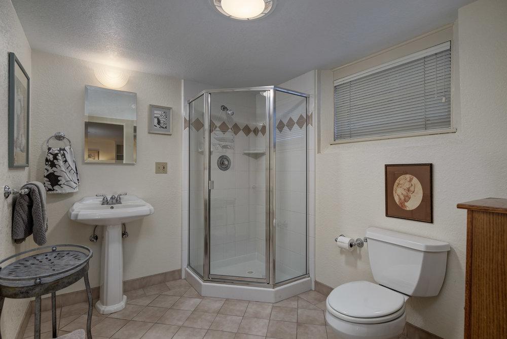 19. Bath3.jpg