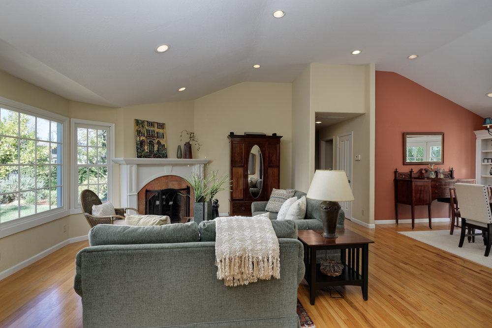 8 Living room1.jpg