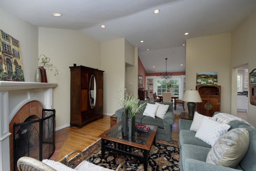 9 Living Room2.jpg