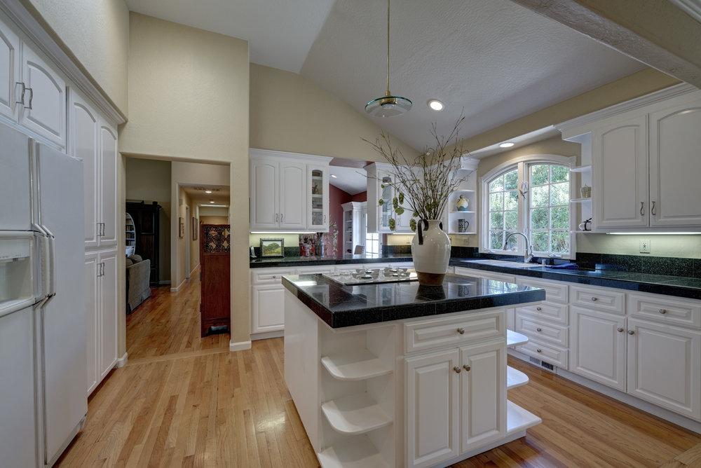 11 Kitchen3.jpg