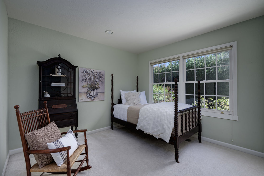 18 Bedroom2.jpg