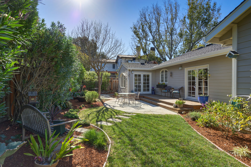 24 Backyard lawn.jpg