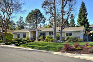 136 Via Santa Maria, Los Gatos  4 bedrooms • 3 bathrooms • 2,268 sq ft interior