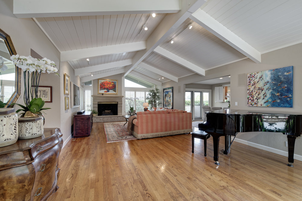 9_Living room from entry.jpg