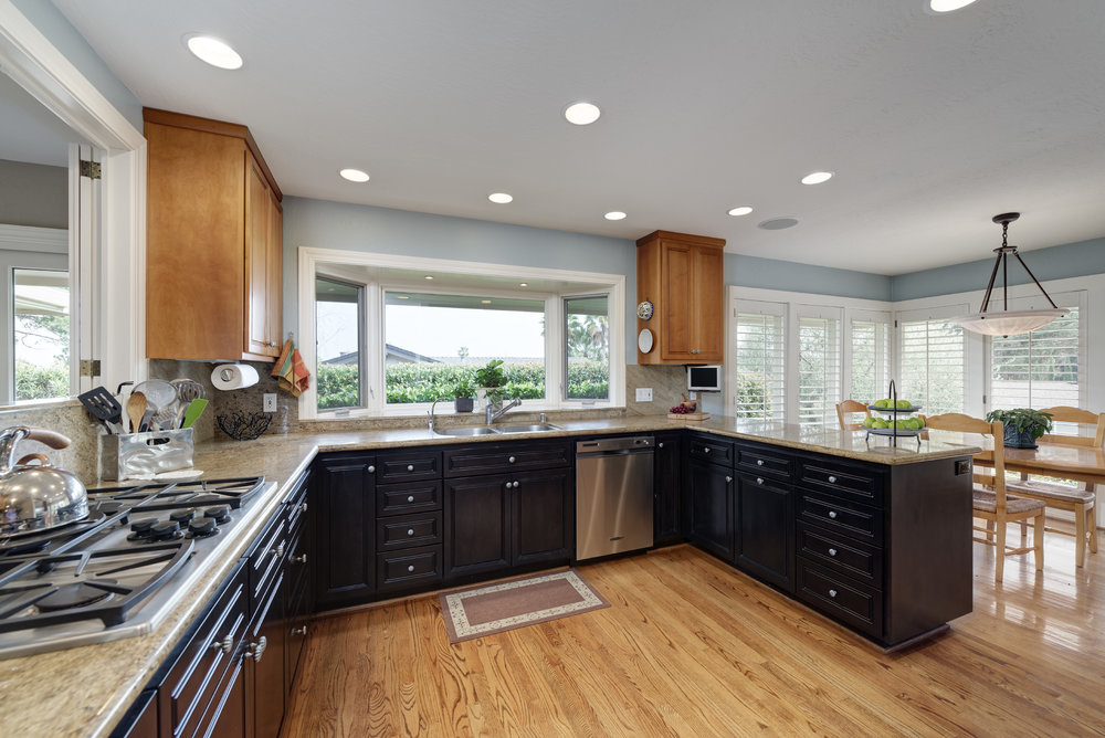 13_kitchen to breakfast area.jpg