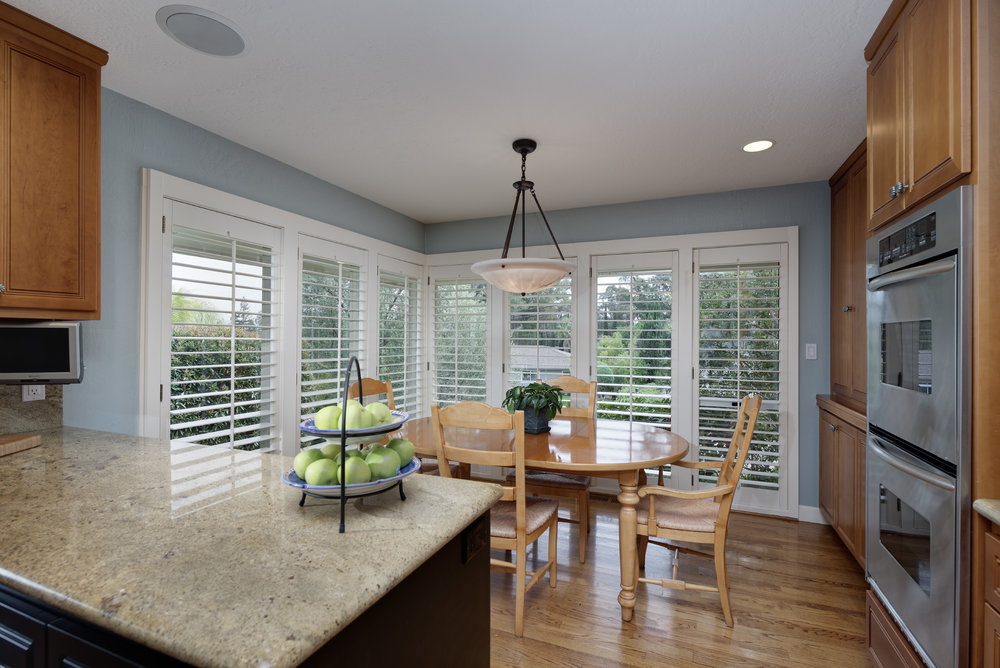 14_Kitchen_Breakfast area.jpg