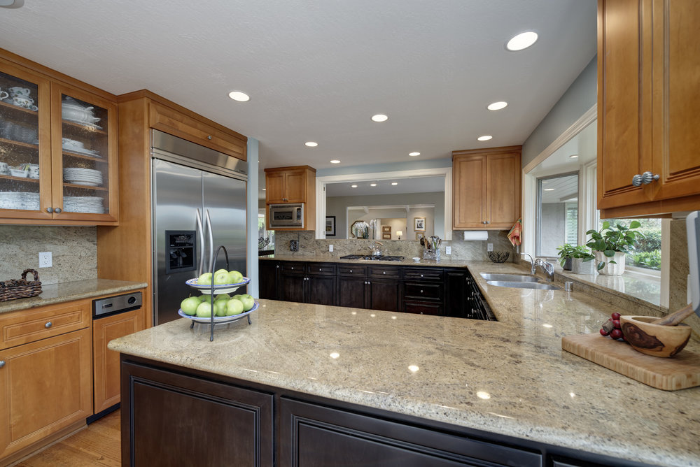 15_Kitchen towards dining.jpg
