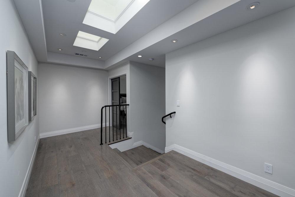 23_upstairs hallway.jpg